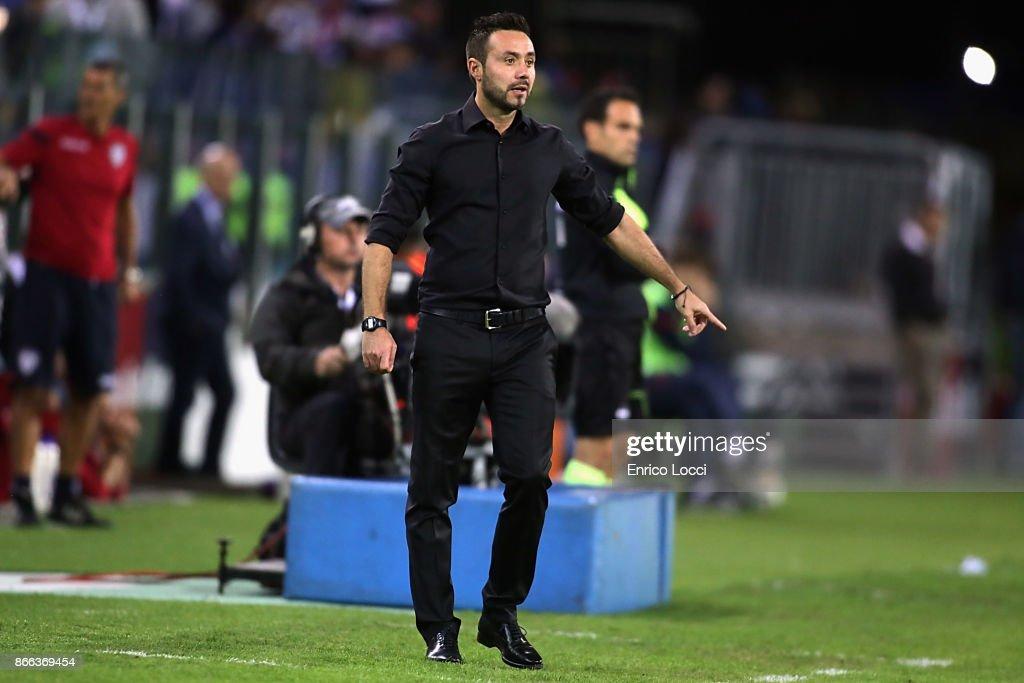 Benevento's coach Roberto de Zerbi reacts during the Serie A match between Cagliari Calcio and Benevento Calcio at Stadio Sant'Elia on October 25, 2017 in Cagliari, Italy.