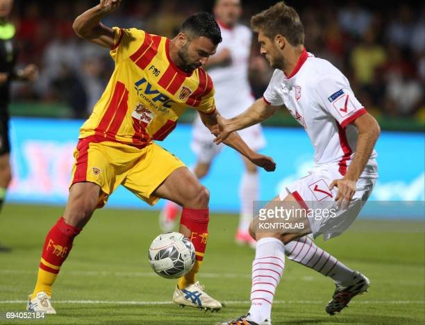 STADIUM BENEVENTO CAMPANIA ITALY Benevento's Italian forward Fabio Ceravolo fights for the ball with Carpi's Italian defender Simone Romagnoli during...