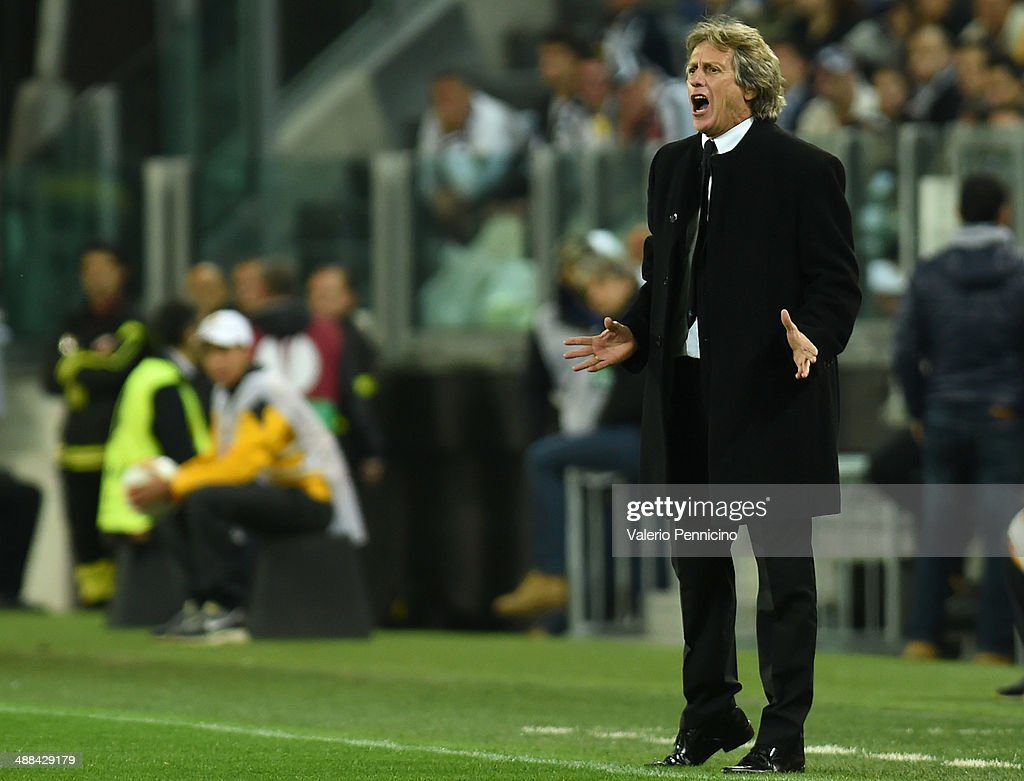 SL Benfica head coach <a gi-track='captionPersonalityLinkClicked' href=/galleries/search?phrase=Jorge+Jesus&family=editorial&specificpeople=686973 ng-click='$event.stopPropagation()'>Jorge Jesus</a> reacts during the UEFA Europa League semi final match between Juventus and SL Benfica at Juventus Arena on May 1, 2014 in Turin, Italy.