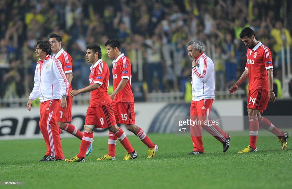 Benfica players leave the pitch after an UEFA Europa League semi-final football match between Fenerbahce and Benfica at Sukru Saracoglu stadium on April 25, 2013 in Istanbul. AFP PHOTO/BULENT KILIC