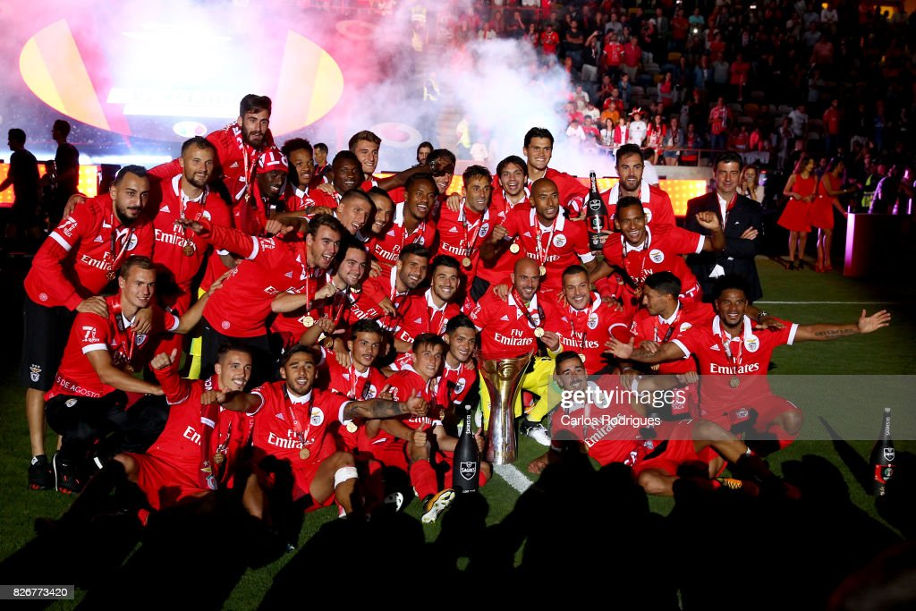 Benfica players with the Portuguese Super Cup Trophy after the match between SL Benfica and VSC Guimaraes at Estadio Municipal de Aveiro on August 05, 2017 in Lisbon, Portugal.