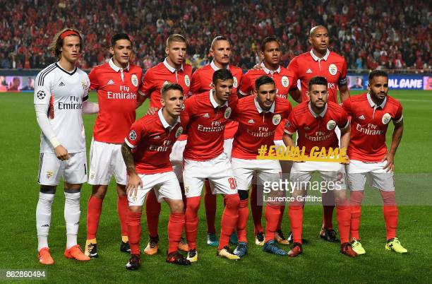 Benfica pose for a team photo prior to the UEFA Champions League group A match between SL Benfica and Manchester United at Estadio da Luz on October...