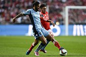 Benfica's Argentine midfielder Eduardo Salvio vies with Braga's defender Tiago Gomes during the Portuguese league football match SL Benfica vs SC...