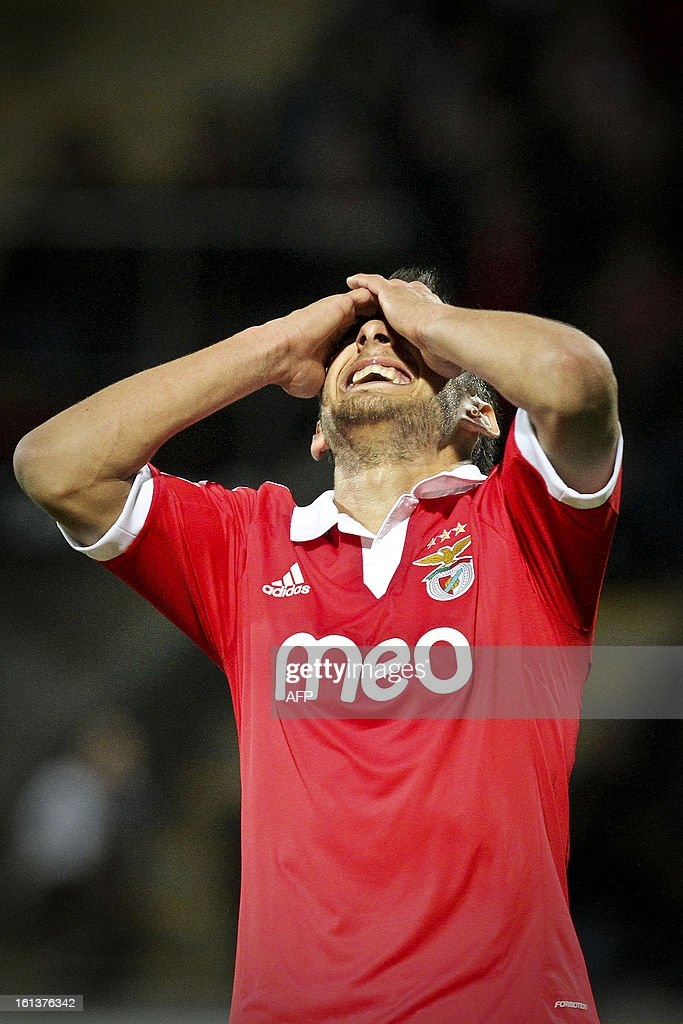 Benfica's Argentine midfielder Salvio (R) reacts after missing a goal opportunity during the Portuguese league football match Nacional vs Benfica at Madeira stadium in Funchal on February 10, 2013.