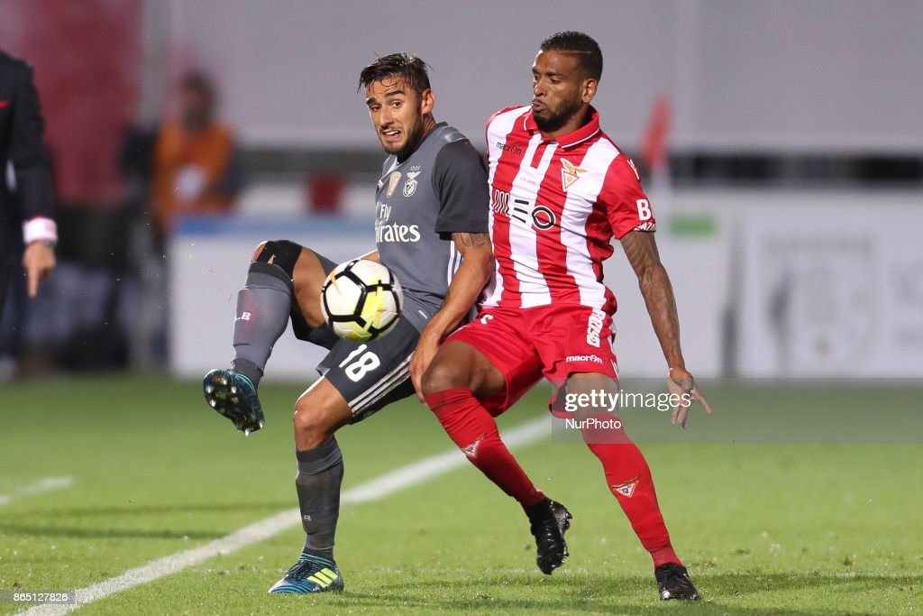 Benfica's Argentinian forward Toto Salvio (L) with Aves´s players Hamilton (R) during the Premier League 2017/18 match between CD Aves and SL Benfica, at Estadio do Clube Desportivo das Aves in Aves on October 22, 2017.