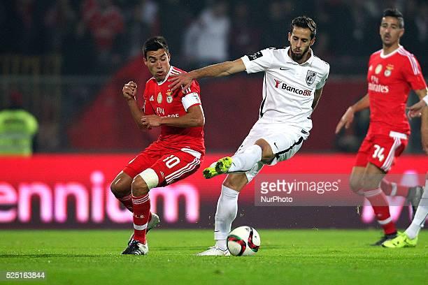 Benfica's Argentinian midfielder Nico Gaitan in action with Vitoria SC's Brazilian Henrique Dourado during the Premier League 2015/16 match between...