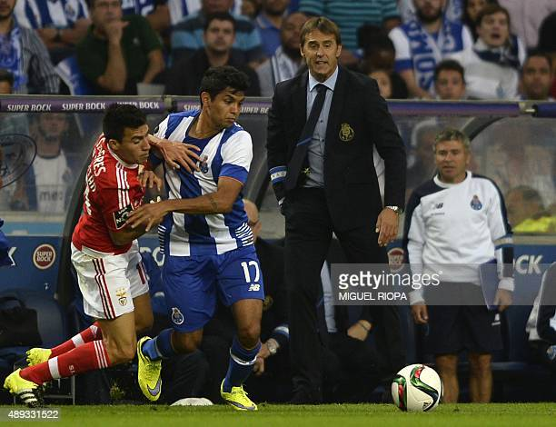 Benfica's Argentinian midfielder Nico Gaitan vies with Porto's Mexican forward Jesus Corona next to Porto's Spanish coach Julen Lopetegui during the...