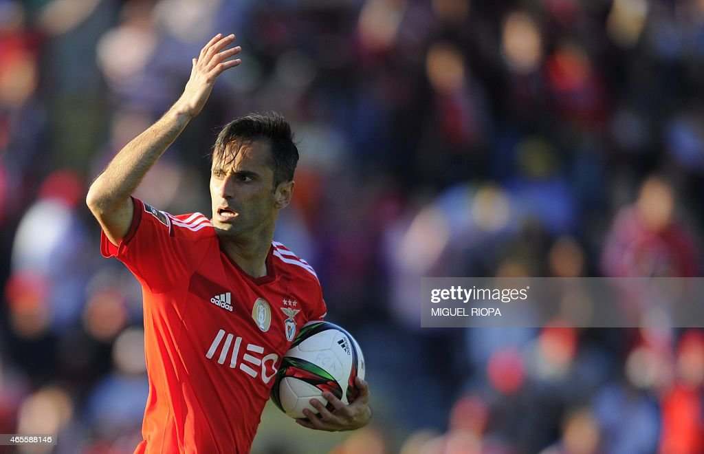 Benfica's Brazilian forward <a gi-track='captionPersonalityLinkClicked' href=/galleries/search?phrase=Jonas+-+Brazilian+Forward&family=editorial&specificpeople=10555097 ng-click='$event.stopPropagation()'>Jonas</a> celebrates after scoring a goal during the Portuguese league football match FC Arouca v SL Benfica at Arouca city stadium in Arouca on March 8, 2015. Benfica won the match 3-1.