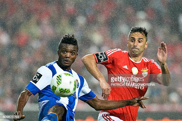 TOPSHOT Benfica's Brazilian forward Jonas Oliveira vies with Porto's Nigerian midfielder Chidozie Awaziem during the Portuguese league football match...