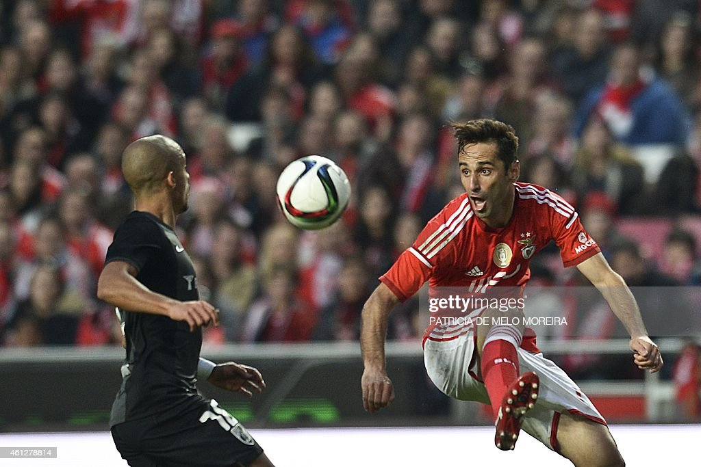 Benfica's Brazilian forward <a gi-track='captionPersonalityLinkClicked' href=/galleries/search?phrase=Jonas+-+Brazilian+Forward&family=editorial&specificpeople=10555097 ng-click='$event.stopPropagation()'>Jonas</a> Oliveira (R) vies with Vitoria's forward Hernani Fortes during the Portuguese league football match Benfica vs SC Vitoria at Luz stadium in Lisbon on January 10, 2014.