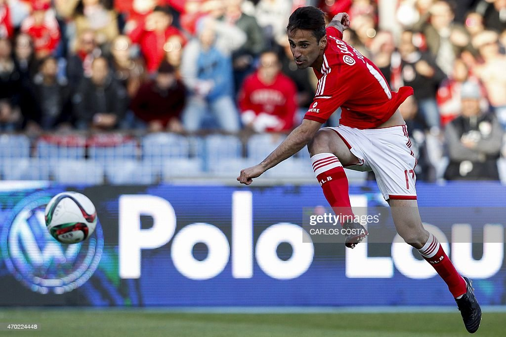 Benfica's Brazilian forward <a gi-track='captionPersonalityLinkClicked' href=/galleries/search?phrase=Jonas+-+Brazilian+Forward&family=editorial&specificpeople=10555097 ng-click='$event.stopPropagation()'>Jonas</a> scores the second goal during the Portuguese league football match CF Os Belenenses v SL Benfica at the Restelo stadium in Lisbon on April 18, 2015.