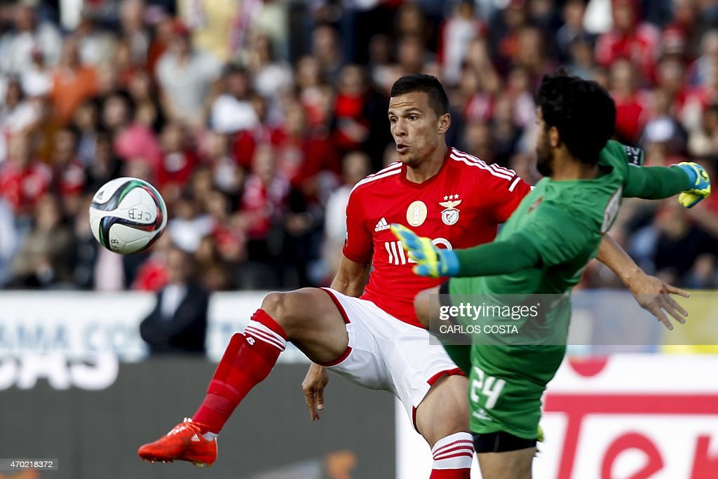 Benfica's Brazilian forward <a gi-track='captionPersonalityLinkClicked' href=/galleries/search?phrase=Lima+-+Brazilian+Soccer+Player&family=editorial&specificpeople=9680210 ng-click='$event.stopPropagation()'>Lima</a> (L) vies with Belenenses's goalkeeper Ventura (R) during the Portuguese league football match CF Os Belenenses v SL Benfica at the Restelo stadium in Lisbon on April 18, 2015.