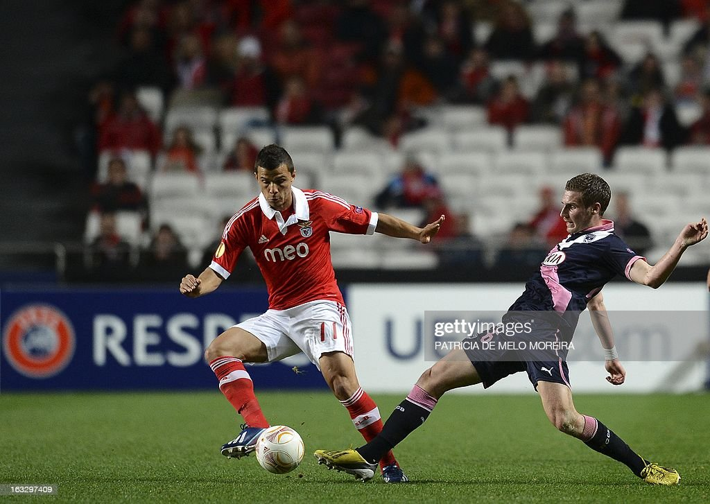 Benfica's Brazilian forward Rodrigo Lima (L) vies with Bordeaux's midfielder Gregory Sertic during the UEFA Europa League round of 16 first leg football match SL Benfica vs FC Girondins de Bordeaux at the Luz stadium in Lisbon on March 7, 2013.