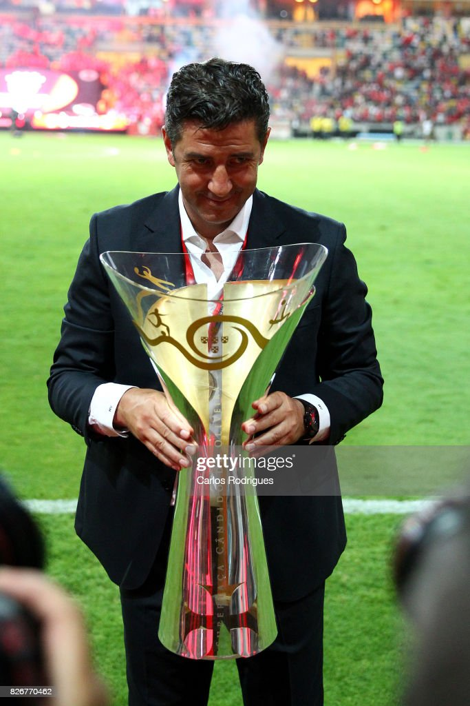 Benfica's coach Rui Vitoria from Portugal with the Portuguese Super Cup trophy after the match between SL Benfica and VSC Guimaraes at Estadio Municipal de Aveiro on August 05, 2017 in Lisbon, Portugal.