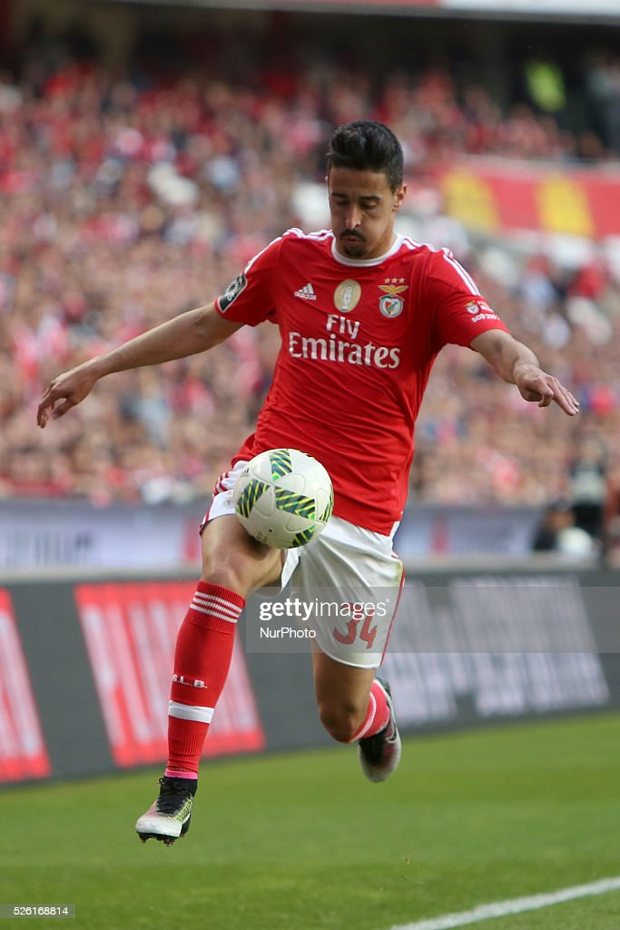 Benfica's defender Andre Almeida in action during the Portuguese League football match SL Benfica vs Vitoria Guimaraes SC at Luz stadium in Lisbon on April 29, 2016.