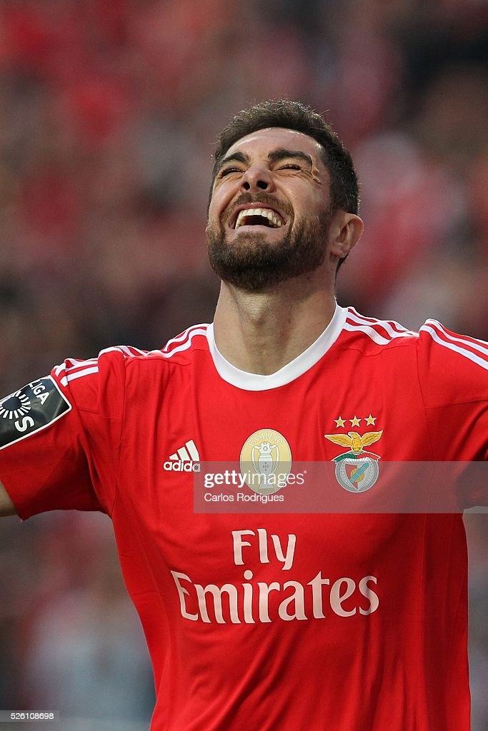 Benfica's defender <a gi-track='captionPersonalityLinkClicked' href=/galleries/search?phrase=Jardel+-+Fotbollsspelare+-+Centerback+-+F%C3%B6dd+1986&family=editorial&specificpeople=12802586 ng-click='$event.stopPropagation()'>Jardel</a> Vieira celebrating scored Benfica's goal during the match between SL Benfica and Vitoria de Guimaraes for Portuguese Primeira Liga at Estadio da Luz on April 29, 2016 in Lisbon, Portugal.