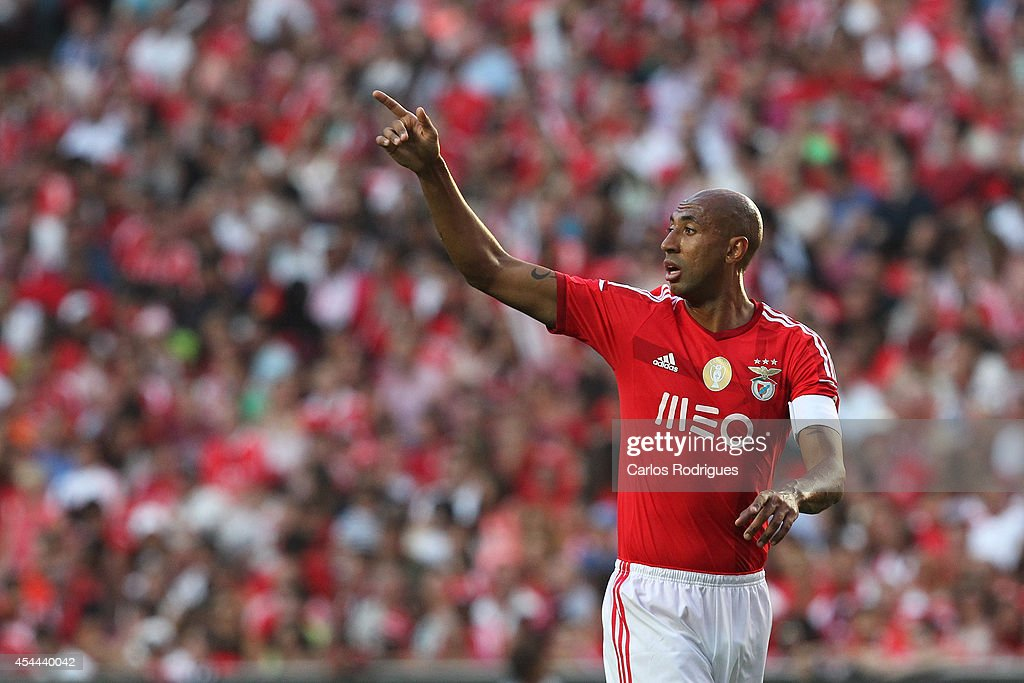 Benfica's defender <a gi-track='captionPersonalityLinkClicked' href=/galleries/search?phrase=Luisao&family=editorial&specificpeople=490899 ng-click='$event.stopPropagation()'>Luisao</a> during the Primeira Liga match between SL Benfica and Sporting CP at Estadio da Luz on August 31, 2014 in Lisbon, Portugal. (Photo by Carlos Rodrigues/Getty Images).
