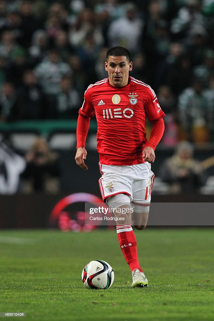 Benfica's defender <a gi-track='captionPersonalityLinkClicked' href=/galleries/search?phrase=Maxi+Pereira&family=editorial&specificpeople=4500885 ng-click='$event.stopPropagation()'>Maxi Pereira</a> during the Primeira Liga match between Sporting CP and SL Benfica at Estadio Jose Alvalade on February 08, 2015 in Lisbon, Portugal.
