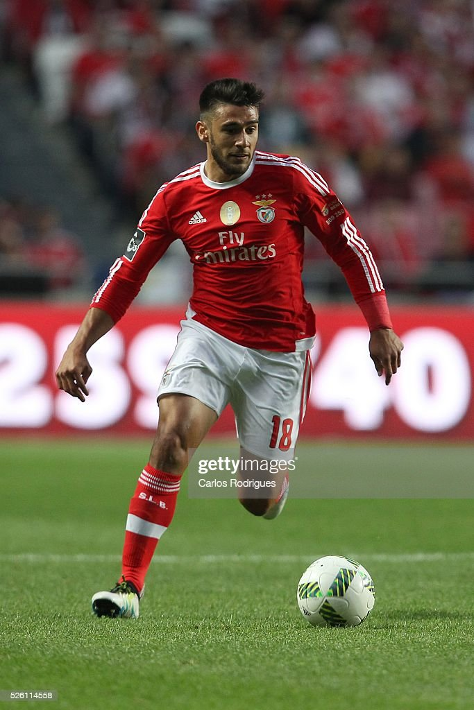 Benfica's forward Eduardo Salvio during the match between SL Benfica and Vitoria de Guimaraes for Portuguese Primeira Liga at Estadio da Luz on April 29, 2016 in Lisbon, Portugal.