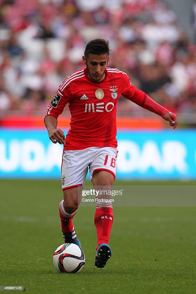 Benfica's forward <a gi-track='captionPersonalityLinkClicked' href=/galleries/search?phrase=Eduardo+Salvio&family=editorial&specificpeople=5670924 ng-click='$event.stopPropagation()'>Eduardo Salvio</a> during the Primeira Liga Portugal match between Benfica and Academica at Estadio da Luz on April 12, 2015 in Lisbon, Portugal.