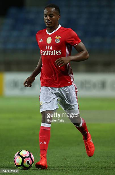 Benfica's forward from Peru Andre Carrillo in action during the Algarve Football Cup Pre Season Friendly match between SL Benfica and Vitoria Setubal...