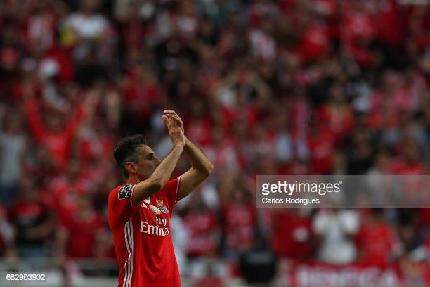 Benfica's forward Jonas from Brasil thanks the supporters during the match between SL Benfica and Vitoria SC for the Portuguese Primeira Liga at...
