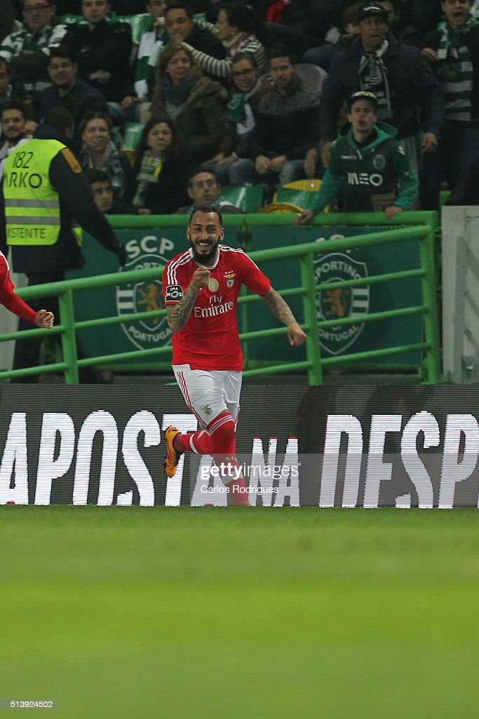 Benfica's forward <a gi-track='captionPersonalityLinkClicked' href=/galleries/search?phrase=Kostas+Mitroglou&family=editorial&specificpeople=2203870 ng-click='$event.stopPropagation()'>Kostas Mitroglou</a> celebrates scoring Benfica«s goal during the match between Sporting CP and SL Benfica for the Portuguese Primeira Liga at Jose Alvalade Stadium on March 05, 2016 in Lisbon, Portugal.