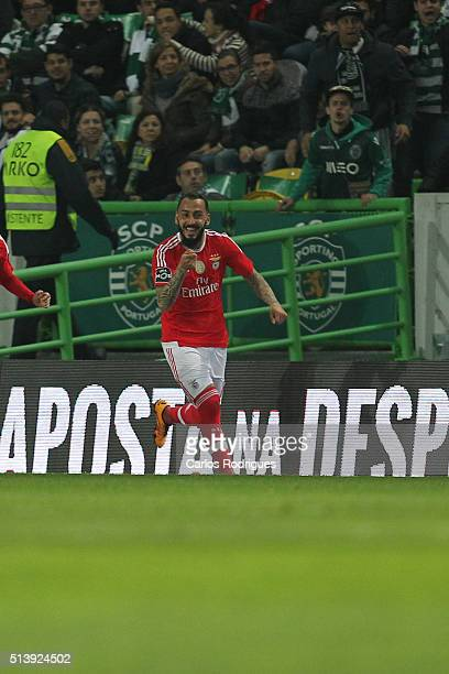 Benfica's forward Kostas Mitroglou celebrates scoring Benfica«s goal during the match between Sporting CP and SL Benfica for the Portuguese Primeira...