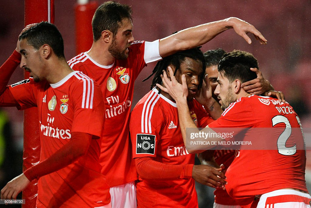 Benfica's forward Luis Fernandes 'Pizzi' (R) celebrates with his teammates after scoring during the Portuguese league football match Benfica vs CS Maritimo at Luz stadium in Lisbon on January 6, 2016.