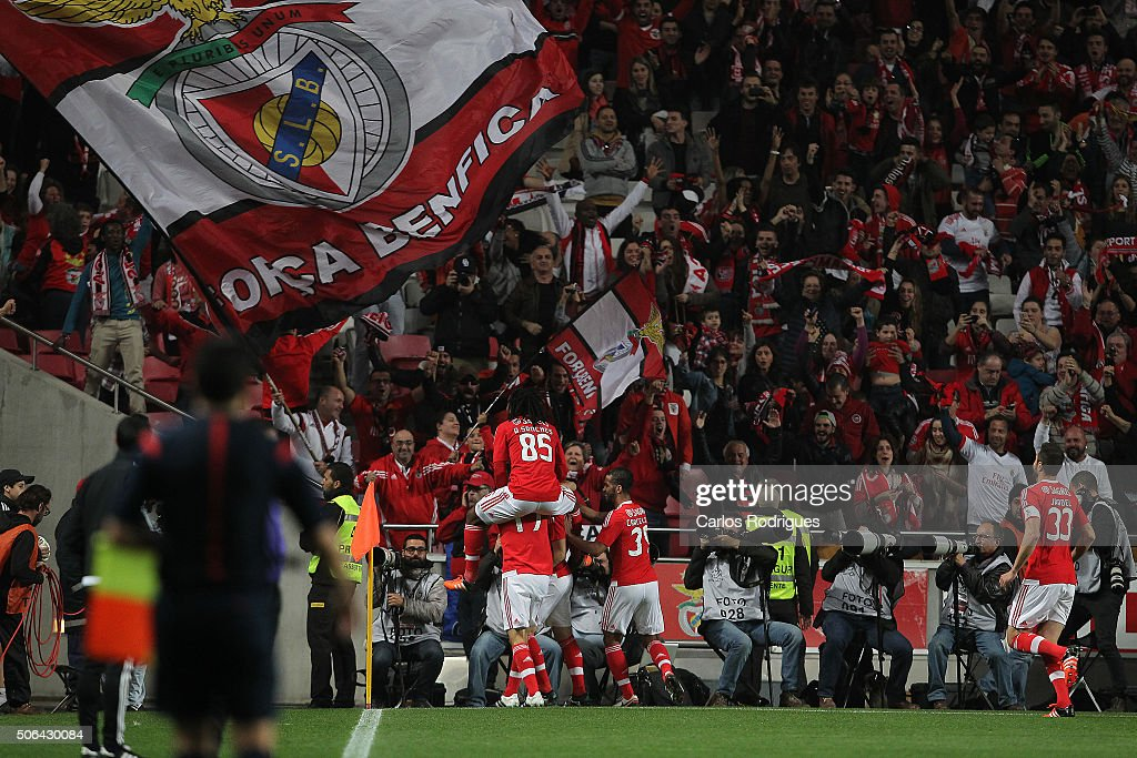 Benfica's forward Pizzi from Portugal celebrates scoring Benfica«s first goal with his team mates during the match between SL Benfica and FC Arouca at Estadio da Luz on January 23, 2016 in Lisbon, Portugal.