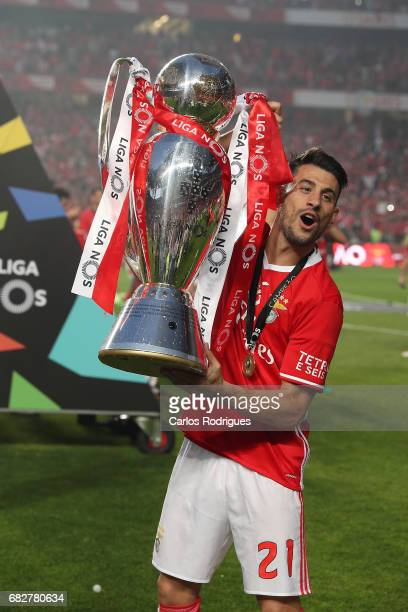 Benfica's forward Pizzi from Portugal celebrating the tetra title with his team mates after the match between SL Benfica and Vitoria SC for the...