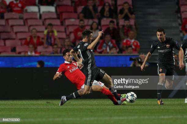 Benfica's forward Pizzi from Portugal vies with CSKA Moskva«s midfielder Aleksandr Golovin from Russia for the ball possession during SL Benfica v...