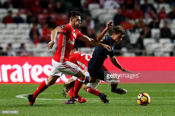 Benfica's forward Pizzi vies for the ball with Moreirense's midfielder Francisco Geraldes during Premier League 2016/17 match between SL Benfica vs...