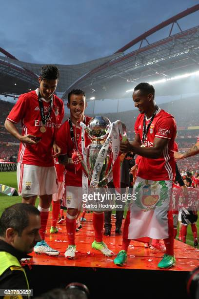 Benfica's forward Raul Jimenez from Mexico Benfica's defender Alejandro Grimaldo from Spain and Benfica's forward Andre Carrillo from Paraguay...