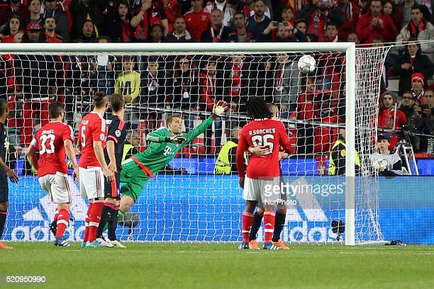 Benfica's forward Talisca beats Bayern Munich's goalkeeper Manuel Neuer during the UEFA Champions League quarterfinal second leg football match...