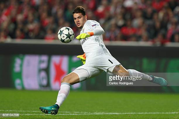 Benfica's goalkeeper Ederson from Brasil during the UEFA Champions League group B match between SL Benfica v SSC Napoli at Estadio da Luz on December...
