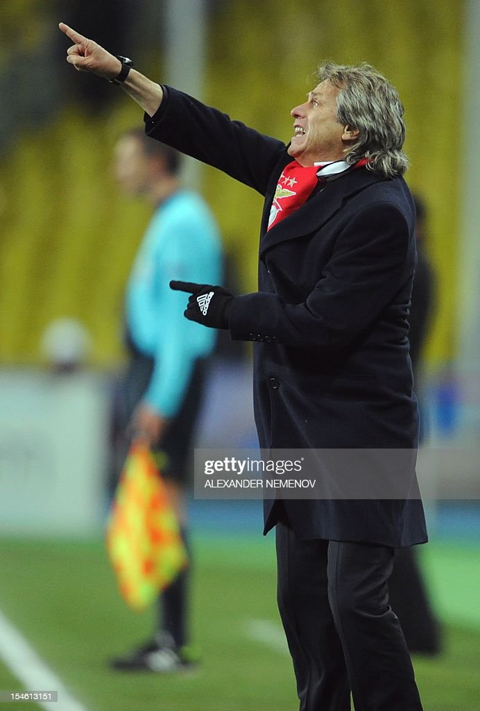 SL Benfica's Head coach Jorge Jesus gestures during the UEFA Champions League group G football match SL Benfica against Spartak Moskva in Moscow on October 23, 2012. AFP PHOTO / ALEX ANDER NEMENOV