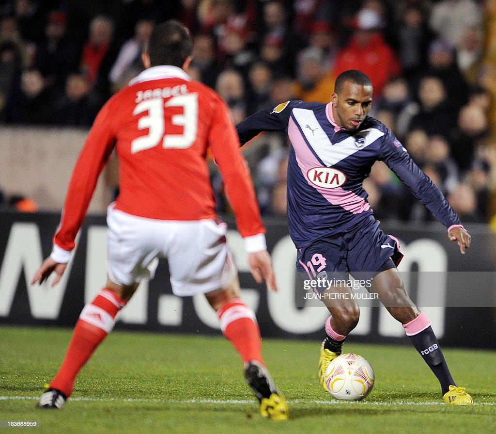 Benfica's Jardel faces Bordeaux's Nicolas Maurice-Belay (R) during the UEFA Europa league round of 16 football match Bordeaux vs Benfica on March 14 , 2013 at the Chaban-Delmas stadium in Bordeaux, southwerstern France.