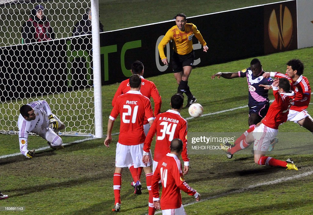 Benfica's Jardel (2nd R) scores a goal against his own camp during the UEFA Europa league round of 16 football match Bordeaux vs Benfica on March 14, 2013 at the Chaban-Delmas stadium in Bordeaux, southwerstern France. AFP PHOTO / MEHDI FEDOUACH