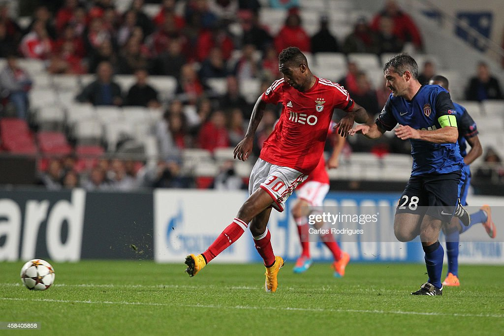 Benfica's midfielder Anderson Talisca during the UEFA Champions League match between SL Benfica and AS Monaco at the Estadio da Luz on November 4, 2014 in Lisbon, Portugal.