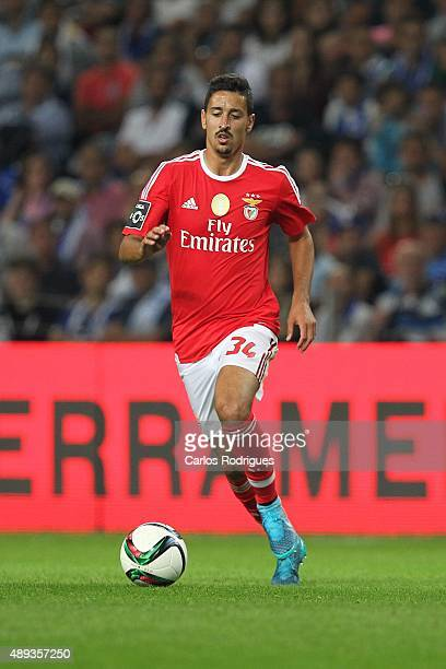 Benfica's midfielder Andre Almeida during the match between FC Porto and SL Benfica for the Portuguese Primeira Liga at Estadio do Dragao on...