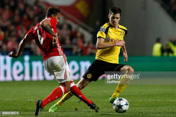 Benfica's midfielder Filipe Augusto vies for the ball with Dortmund's midfielder Julian Weigl during Champions League 2016/17 match between SL...