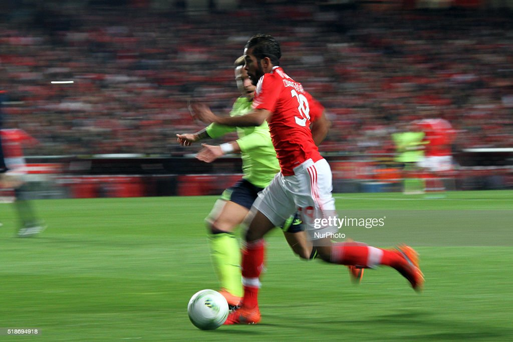 Benfica's midfielder Mehdi Carcela in action during the Portuguese League football match SL Benfica v SC Braga at Luz stadium in Lisbon on April 1, 2016. Benfica wins 5-1.