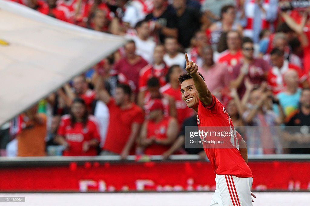 Benfica's midfielder <a gi-track='captionPersonalityLinkClicked' href=/galleries/search?phrase=Nicolas+Gaitan&family=editorial&specificpeople=5538639 ng-click='$event.stopPropagation()'>Nicolas Gaitan</a> celebrates scoring Benfica's goal during the Primeira Liga match between SL Benfica and Sporting CP at Estadio da Luz on August 31, 2014 in Lisbon, Portugal. (Photo by Carlos Rodrigues/Getty Images).