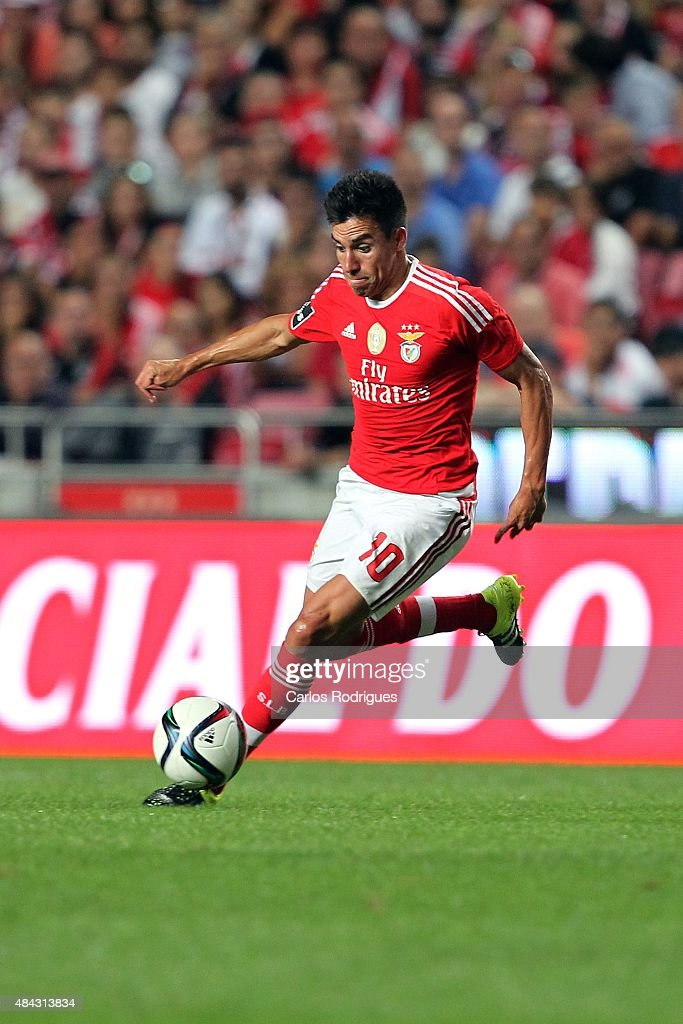Benfica's midfielder <a gi-track='captionPersonalityLinkClicked' href=/galleries/search?phrase=Nicolas+Gaitan&family=editorial&specificpeople=5538639 ng-click='$event.stopPropagation()'>Nicolas Gaitan</a> during the match between SL Benfica and Estoril Praia at Estadio da Luz on August 16, 2015 in Lisbon, Portugal.