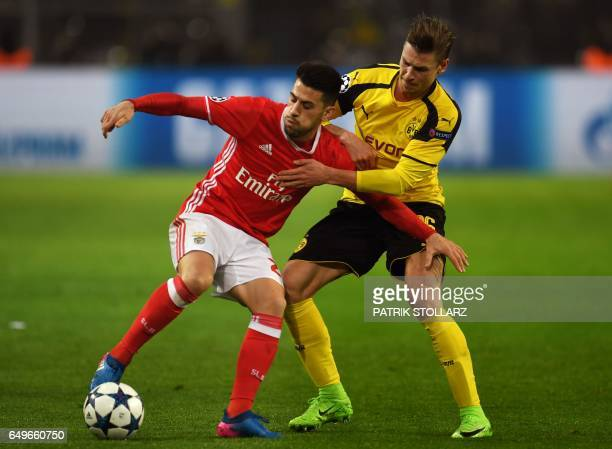 Benfica's midfielder Pizzi and Dortmund's Polish defender Lukasz Piszczek vie for the ball during the UEFA Champions League Round of 16 2ndleg...