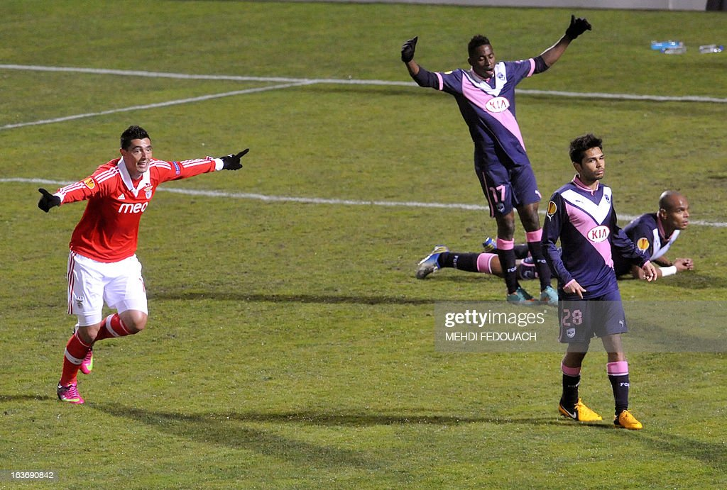 Benfica's Oscar Cardozo celebrates after scoring during the UEFA Europa league round of 16 football match Bordeaux vs Benfica on March 14, 2013 at the Chaban-Delmas stadium in Bordeaux, southwerstern France. AFP PHOTO / MEHDI FEDOUACH