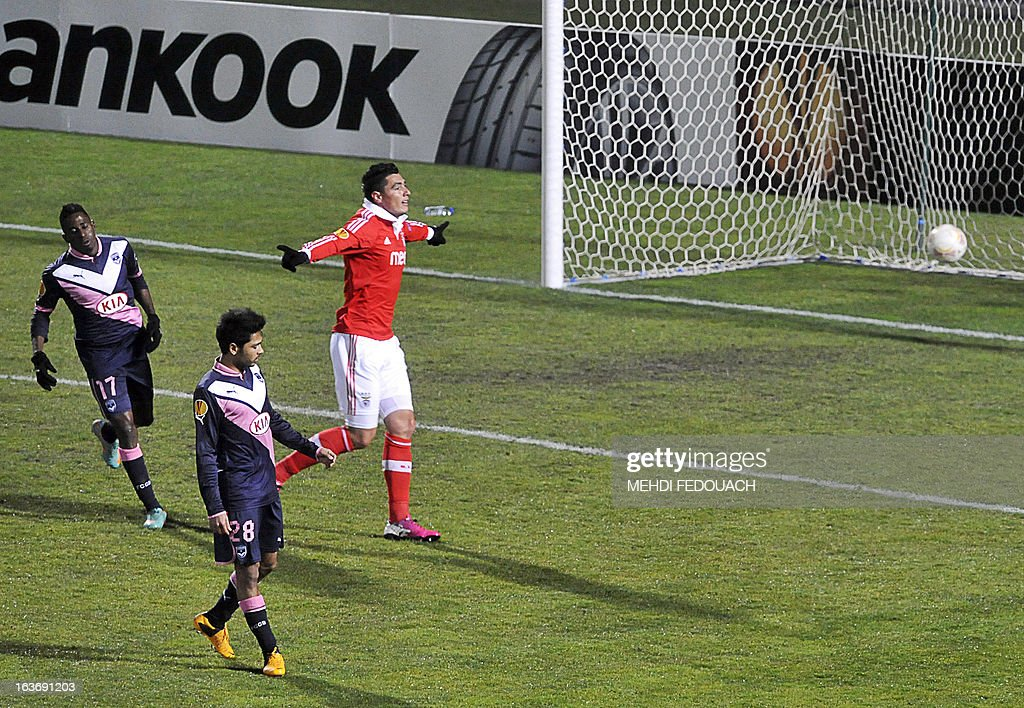 Benfica's Oscar Cardozo (R) celebrates scoring his team's third goal during the UEFA Europa league round of 16 football match Bordeaux vs Benfica on March 14 , 2013 at the Chaban-Delmas stadium in Bordeaux, southwerstern France. AFP PHOTO / MEHDI FEDOUACH