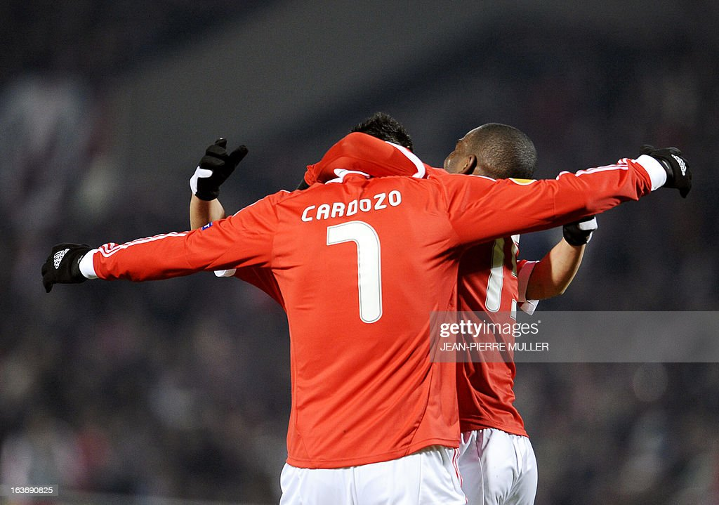 Benfica's Oscar Cardozo celebrates with teammates after scoring during the UEFA Europa league round of 16 football match Bordeaux vs Benfica on March 14, 2013 at the Chaban-Delmas stadium in Bordeaux, southwerstern France. AFP PHOTO /JEAN PIERRE MULLER