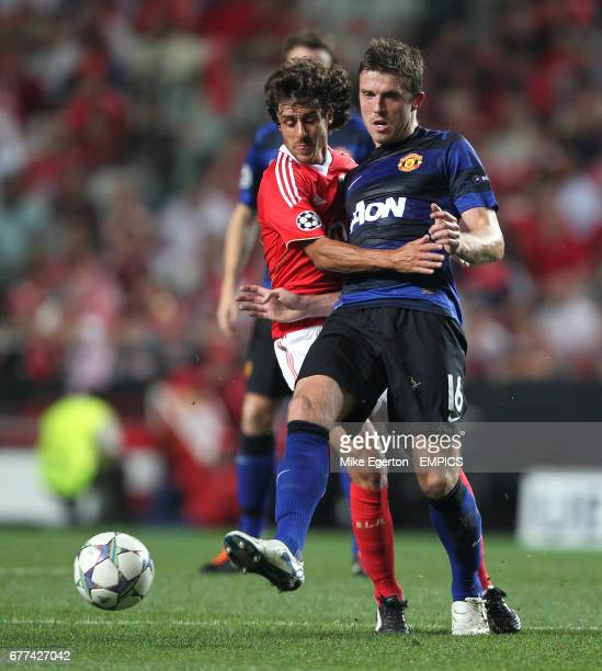 Benfica's Pablo Aimar and Manchester United's Michael Carrick